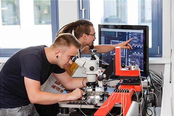 FHWN erweitert Spezialisierungsmöglichkeiten im Mechatronik-Studium